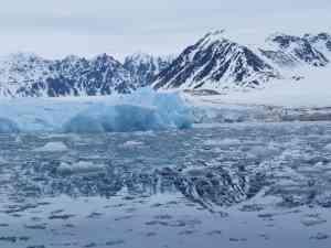 Arctic cruising by Marion Bunnik
