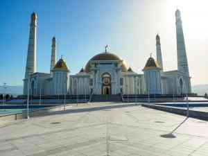 Ertuğrul Gazi Mosque, Ashgabat, Turkmenistan by Annelieke Huijgens