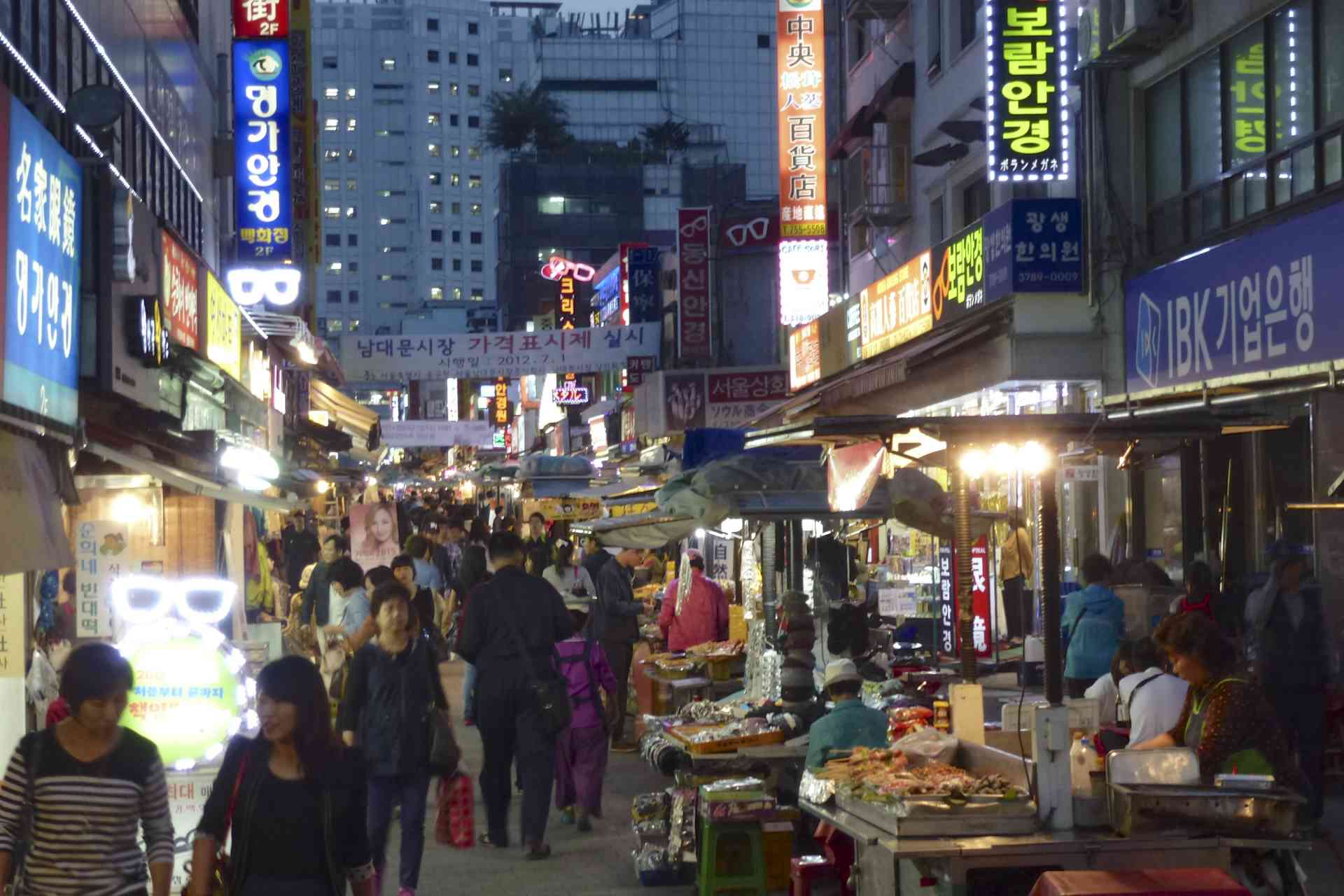 Seoul at night, by Reiko Hosokawa