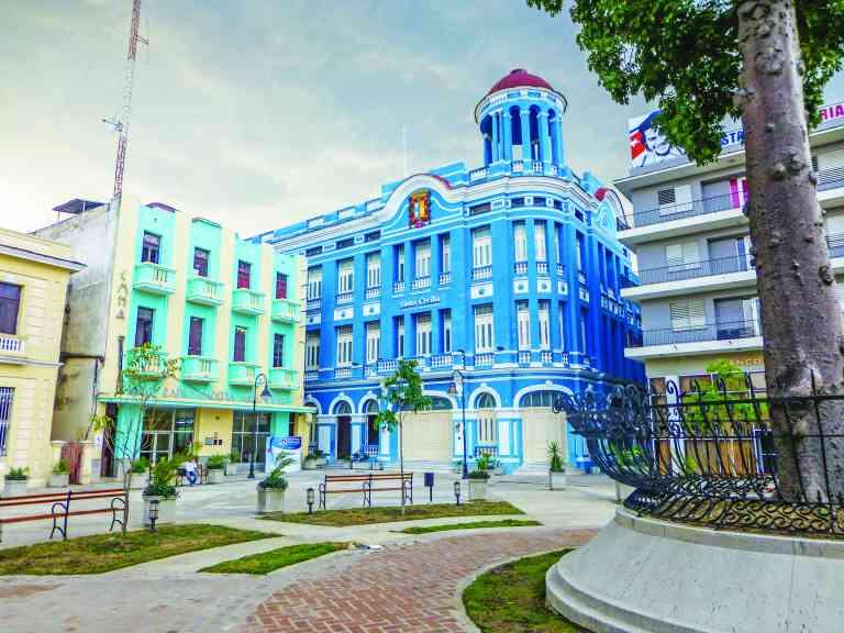 Camaguey, Cuba by Marion Bunnik