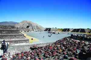 Teotihuacan, Mexico by Graham Meale