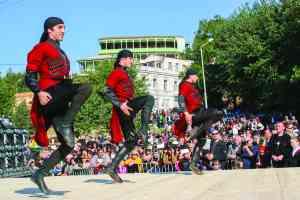 Georgian Dancers by Nene Samnashvili
