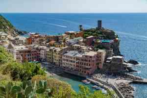Cinque Terre, Italy by Mirza Ariadi