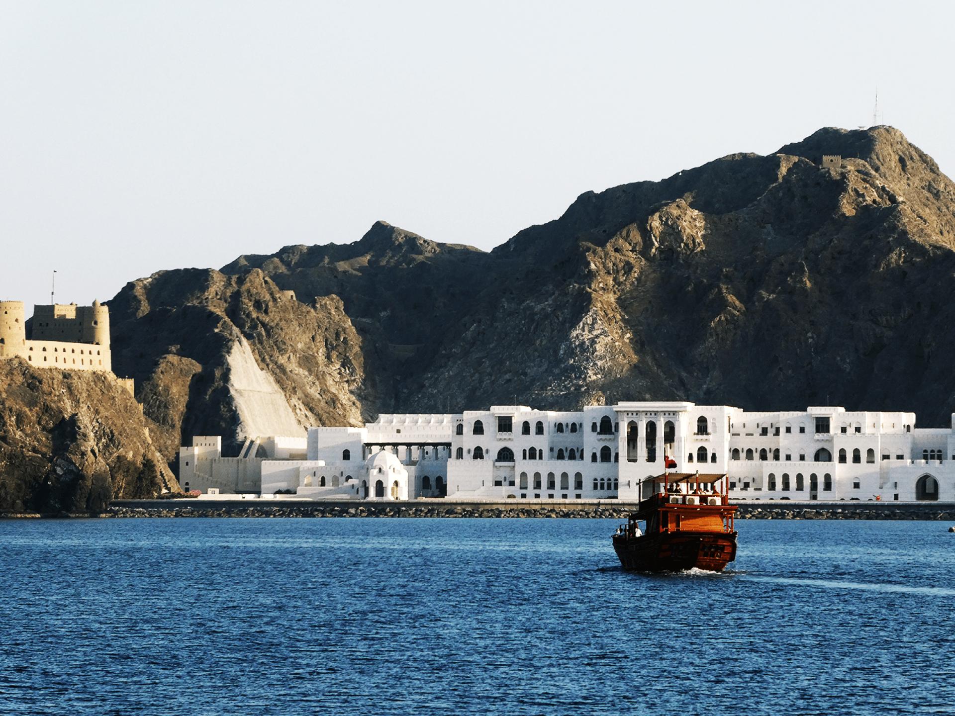 Dhown Cruise, Oman by Jeremy van Heerde