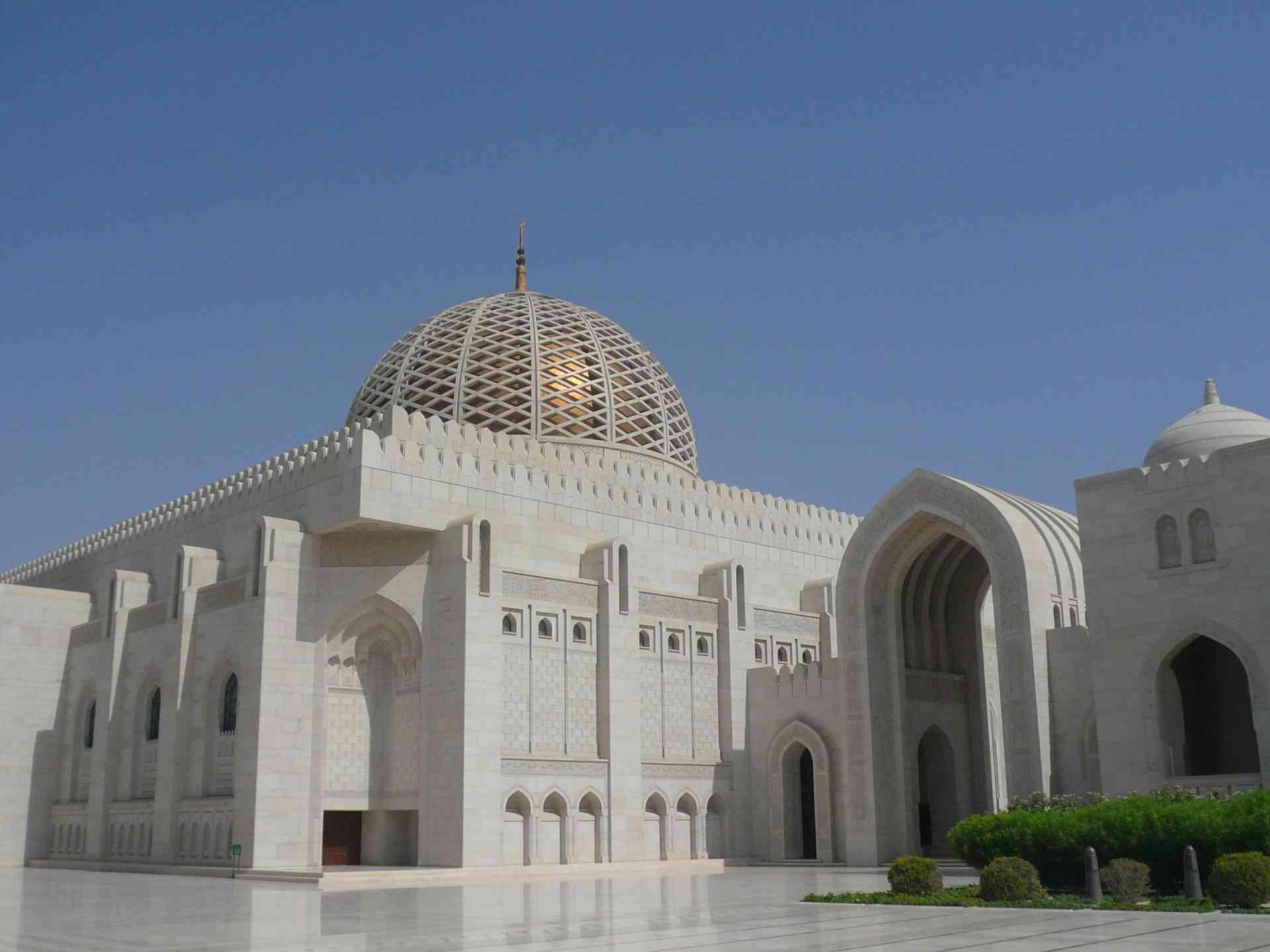 Muscat Grand Mosque, by Sacha Bunnik