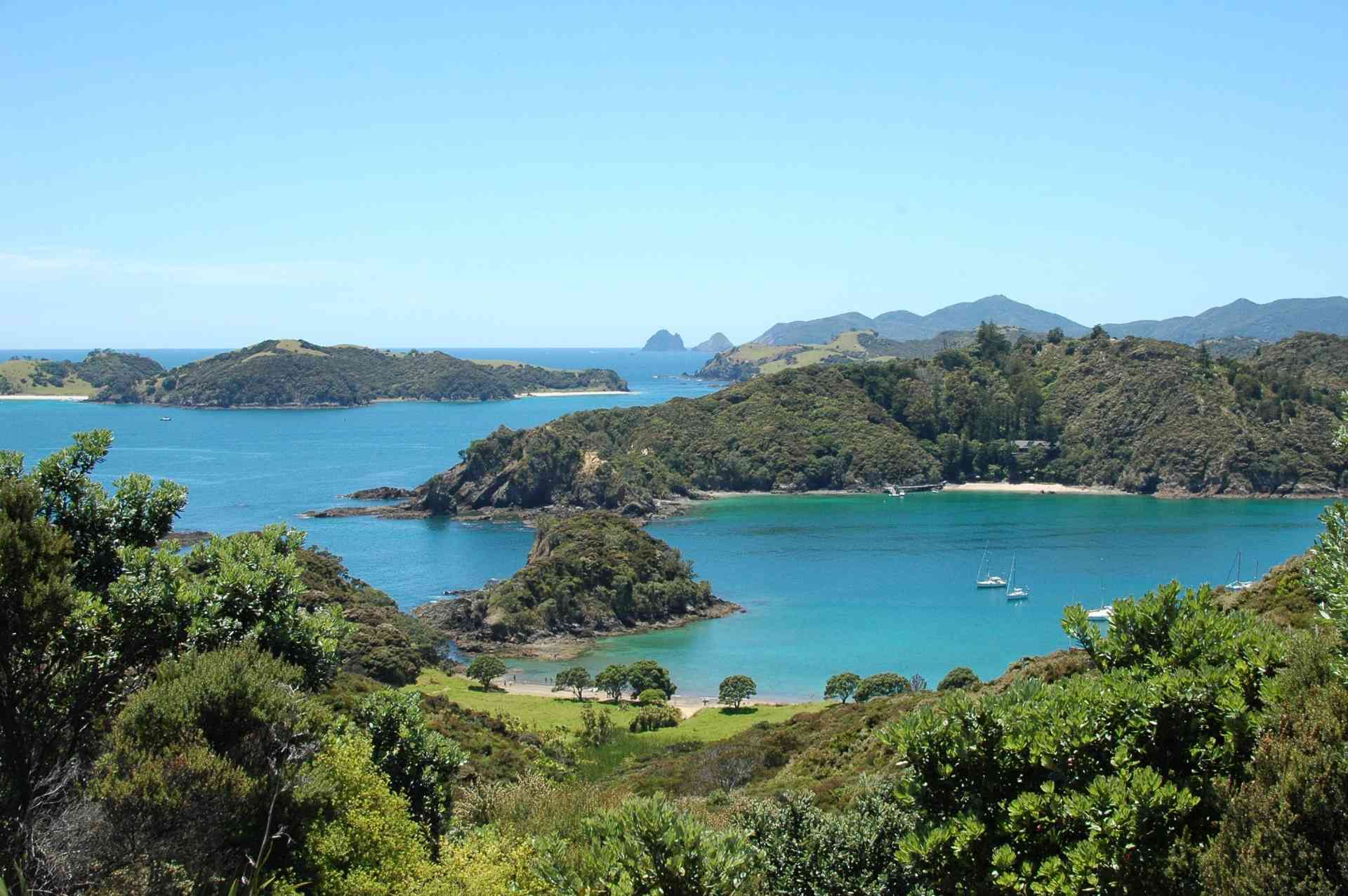 Bay of Islands, New Zealand by Linde Lanjouw