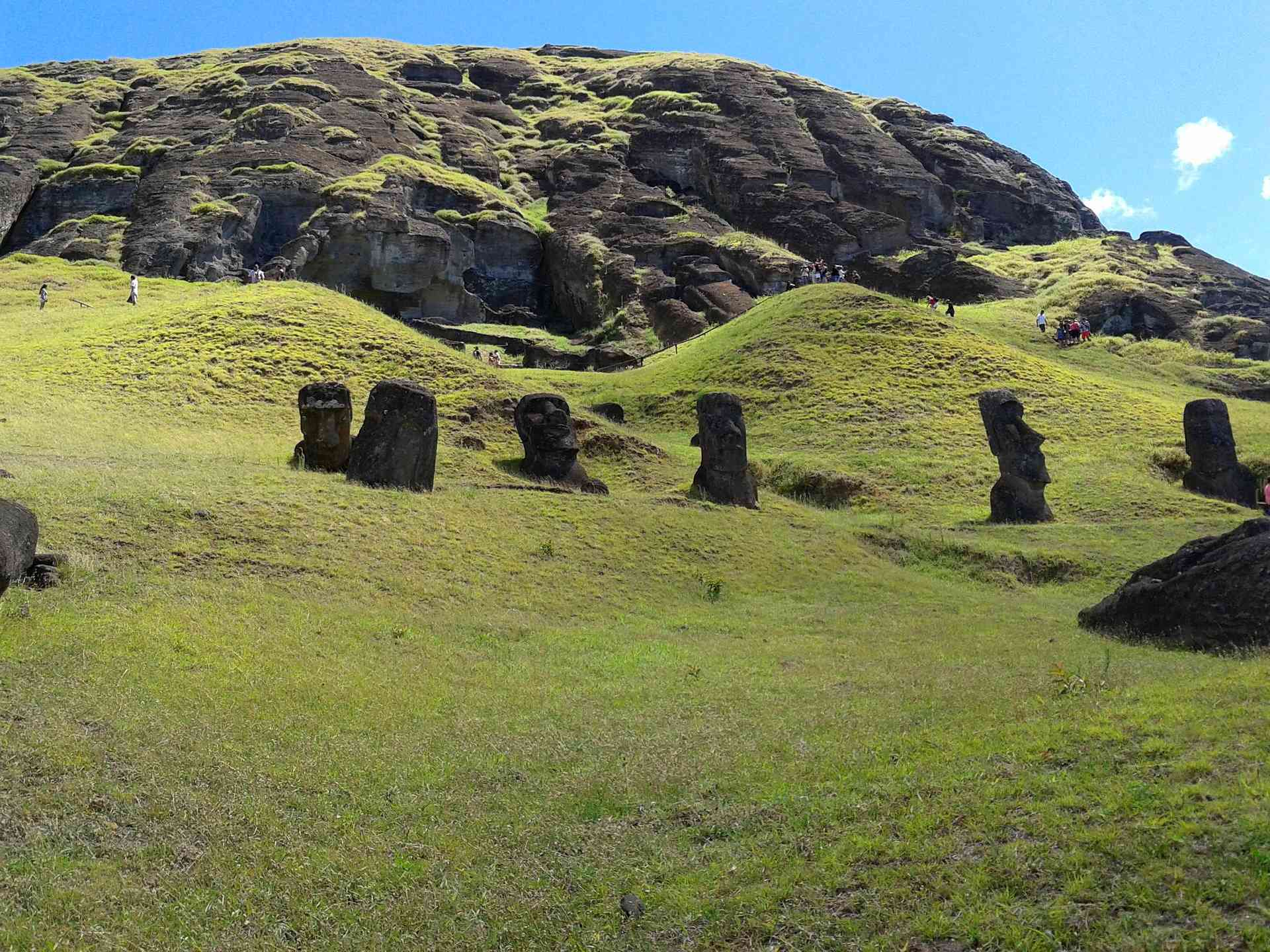 Rapa Nui National Park, Easter Island, Chile by Hugo-Leroy from Pixabay