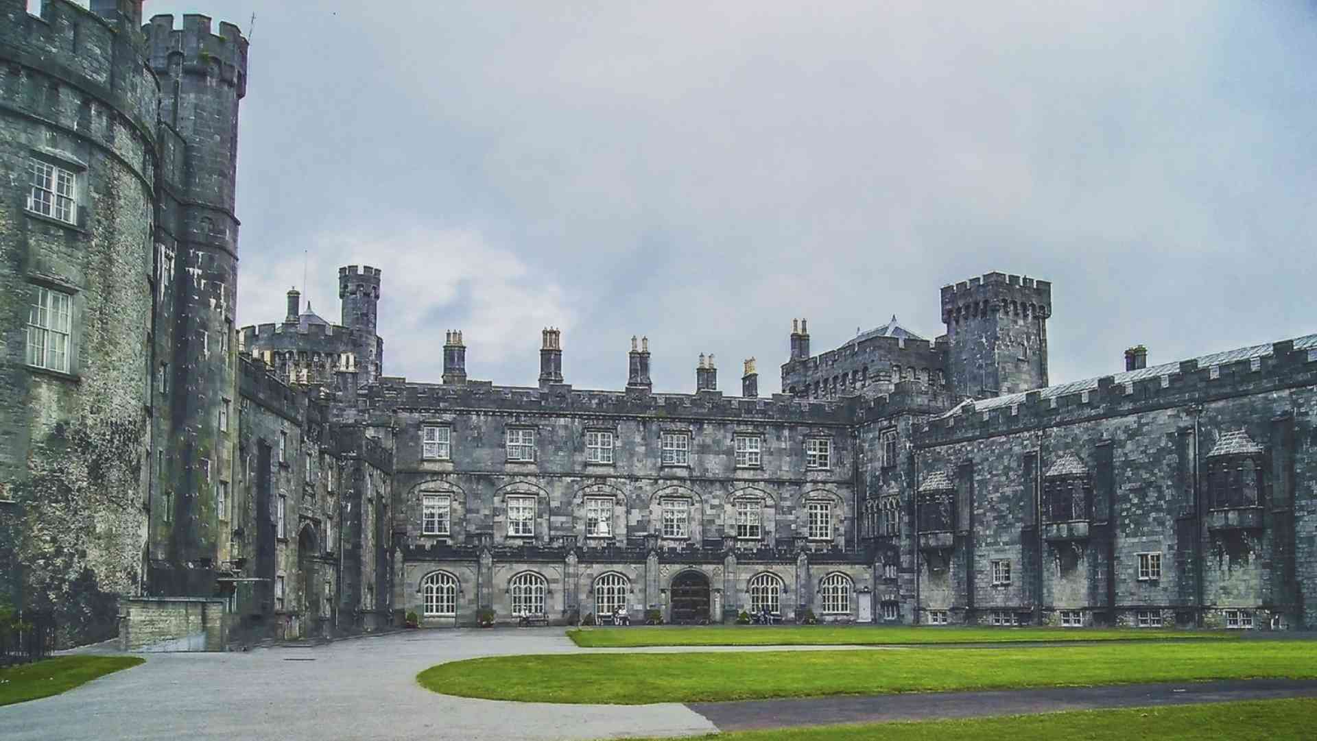 Kilkenny Castle, Ireland by K. Mitch Hodge/Unsplash