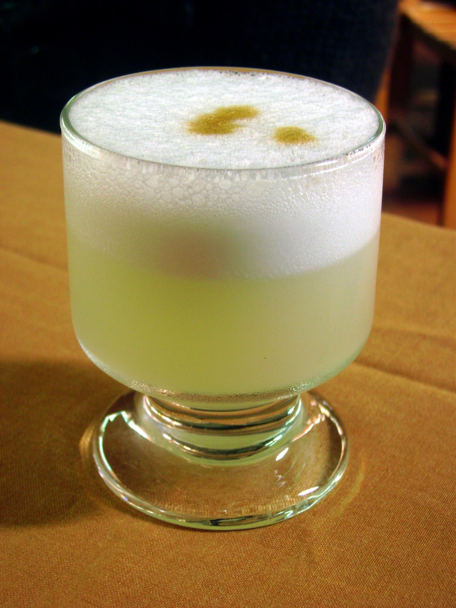 Pisco Sour (Credit: Dtarazona / CC BY-SA (https://creativecommons.org/licenses/by-sa/4.0)i)