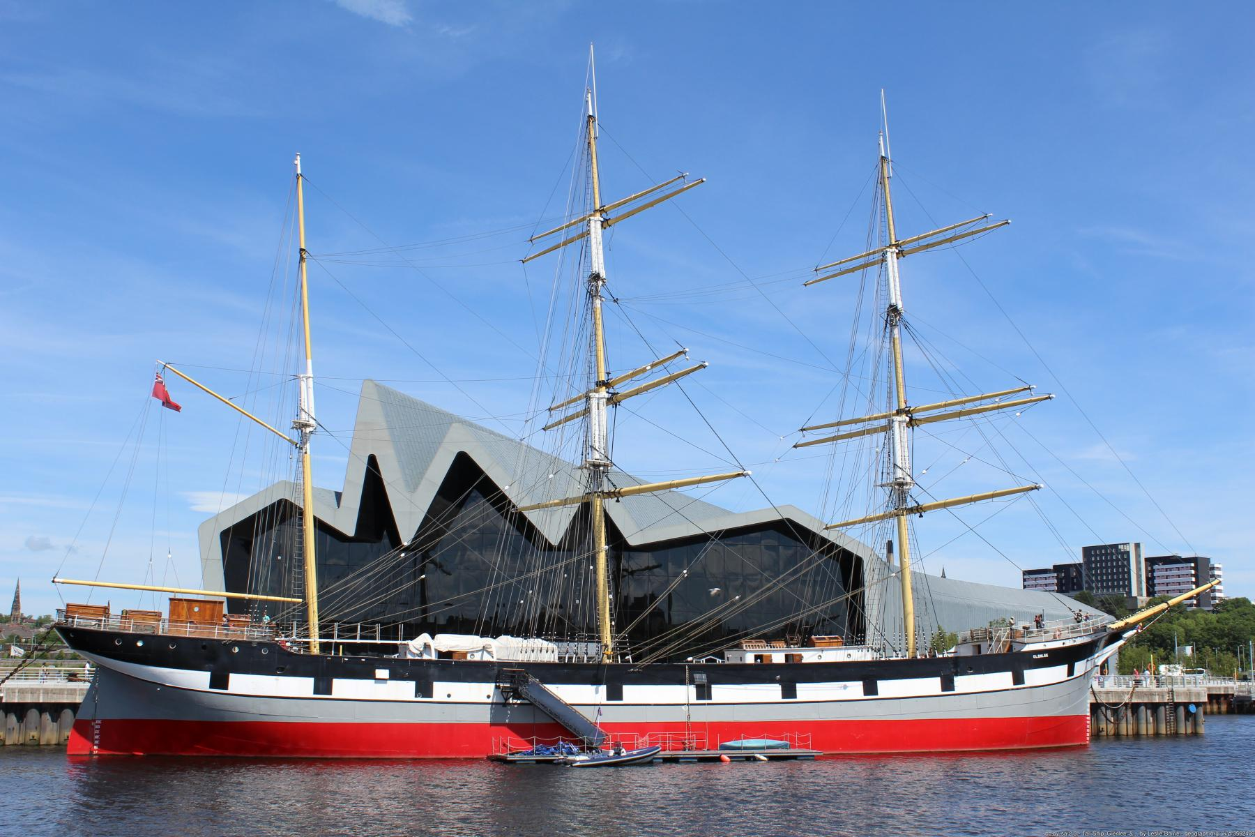 Tall Ship Glenlee by Leslie Barrie
