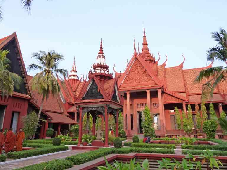Phnom Penh by Dennis Bunnik
