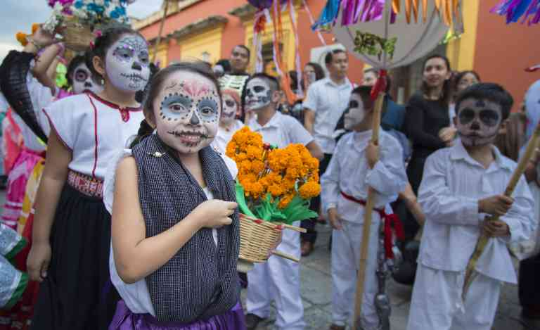 Kids enjoying the Day of the Dead parade
