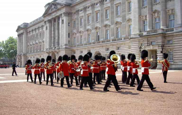 Buckingham Palace by Victoria Hearn