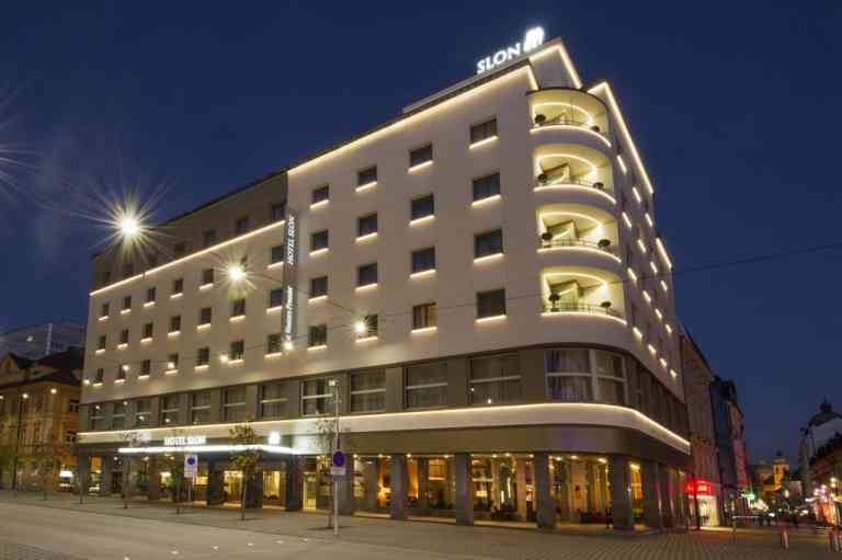 Best Western Premier Hotel Slon image