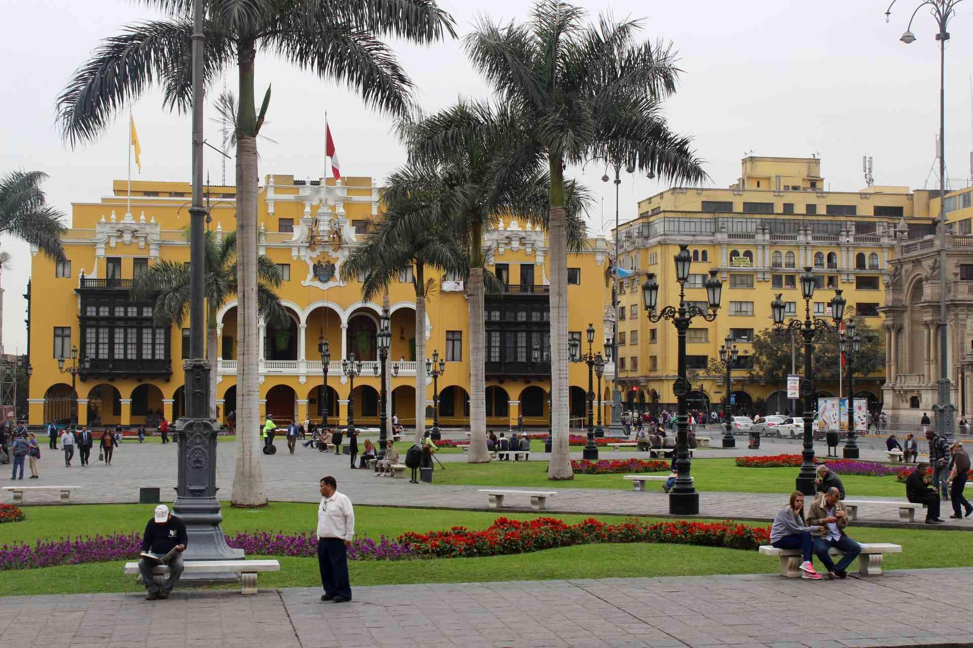 Explore Lima